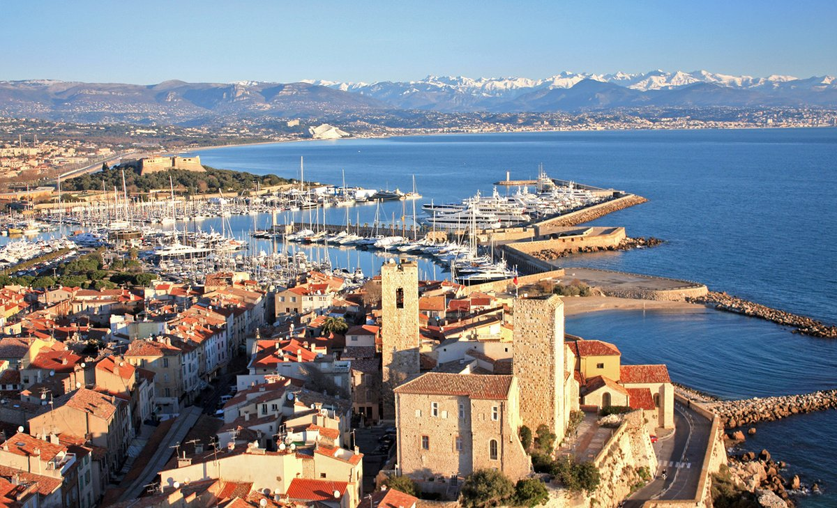 10 surprising facts you didn&#39;t know About Antibes   https:// sunshineandstaircases.com/2016/04/14/oth er-peoples-blog-posts-old-town-antibes-10-surprising-facts-you-didnt-know-from-bespoke-yacht-charter/ &nbsp; …  … via @BespokeYacht with @PerfProvence #antibes #CotedAzurFrance <br>http://pic.twitter.com/VmsXT7DLqx