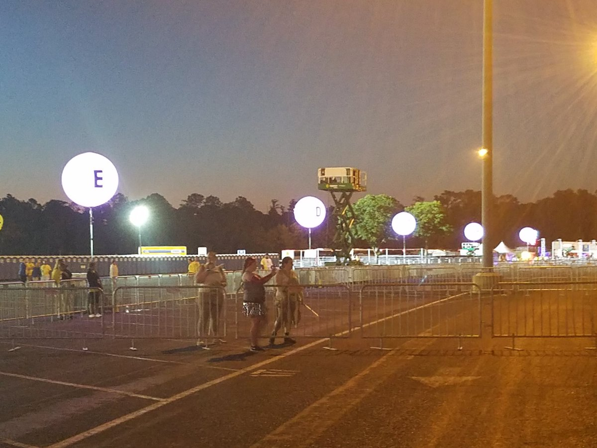 It&#39;s lonely being in the last group to run.  #starwars5k <br>http://pic.twitter.com/DKka38BIv2