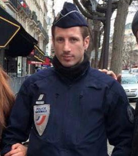 🇫 #Paris🇷  Xavier J., 37 ans, est le policier assassiné hier soir sur l #ChampsElyséeses . Hommahttps://t.co/bOmG043eT2ge.