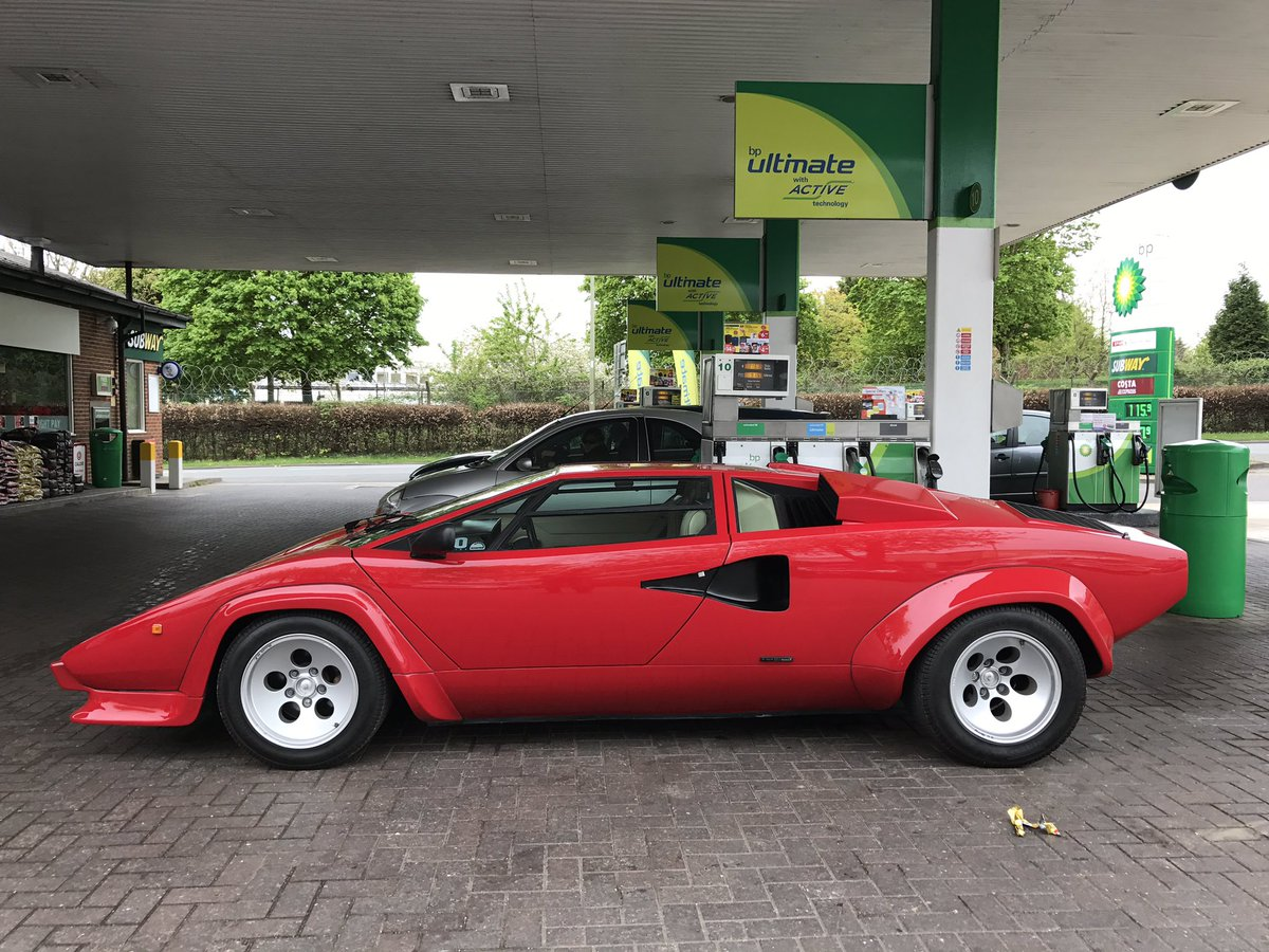 Harry Metcalfe On Twitter Just Filled Lamborghini Countach With