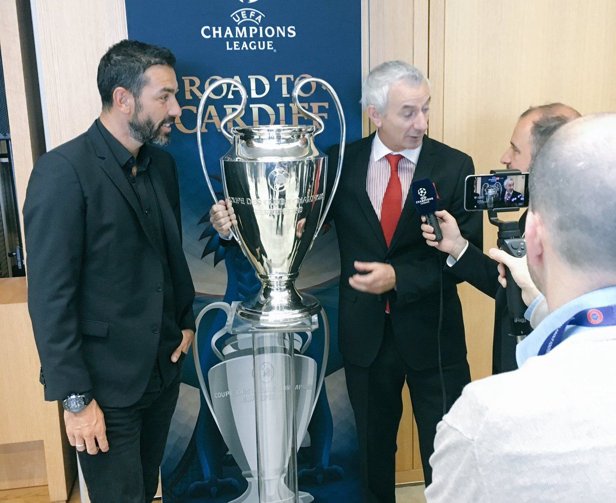 .@piresrobert7 &amp; @Ian_Rush9 discuss the #UCLdraw.  Next up...#UELdraw <br>http://pic.twitter.com/1mVQ58vPgQ