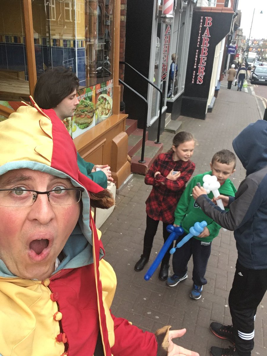 It&#39;s all going on at the top of #Prestatyn High Street this morning. @EventsPrestatyn @twothehilt #conwy #northwales #magic #balloons <br>http://pic.twitter.com/I2r74WlaZD