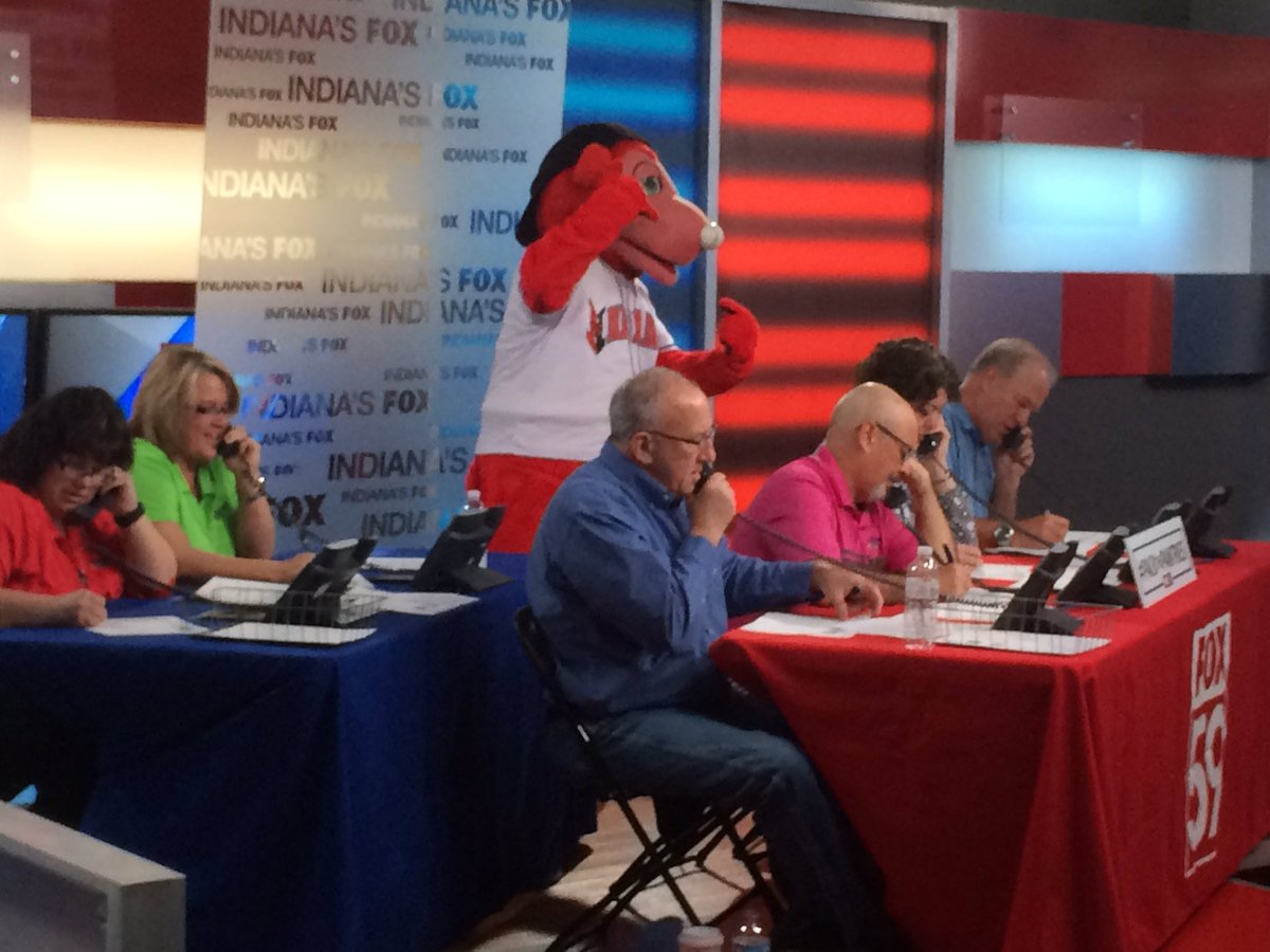 .@RowdieBear showing @FOX59 volunteers the proper technique to work the phones and #PackThePantries. <br>http://pic.twitter.com/0B30fV2aG2