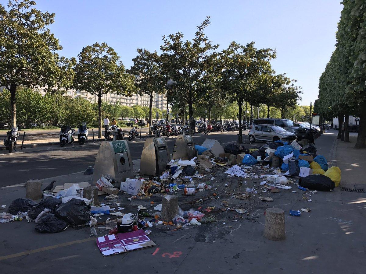 @nantesfr @Johanna_Rolland #nantes déchetterie à ciel ouvert dans l'indifférence totale de la #mairie le conflit est bien en train de pourir pic.twitter.com/FaGrL6cXQx