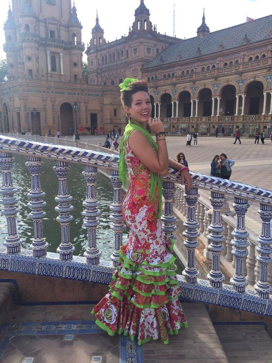 Throwback to Feria de Abril because it was a year ago and because I looked hot in my flamenca dress. #Sevilla <br>http://pic.twitter.com/rRFnAEjs7G