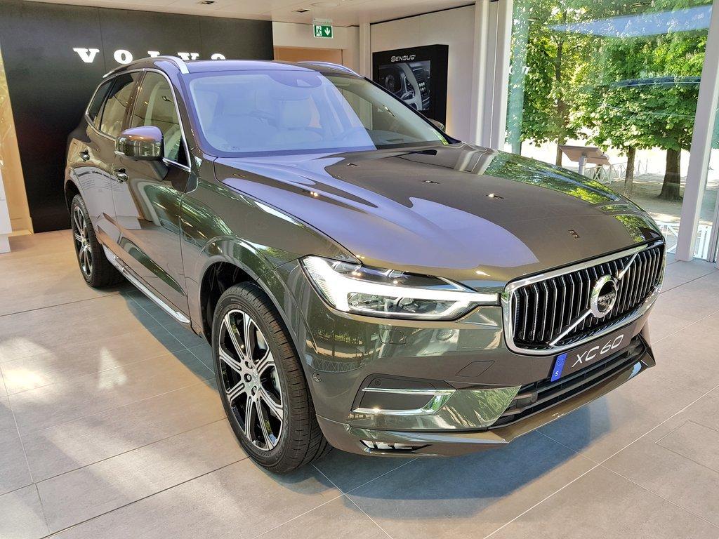 La Suède  et #Volvo s'installent aux Tuileries pour deux semaines. Ouverture au public le week-end pour présenter #NouveauXC60... pic.twitter.com/cW1sfIA8r4