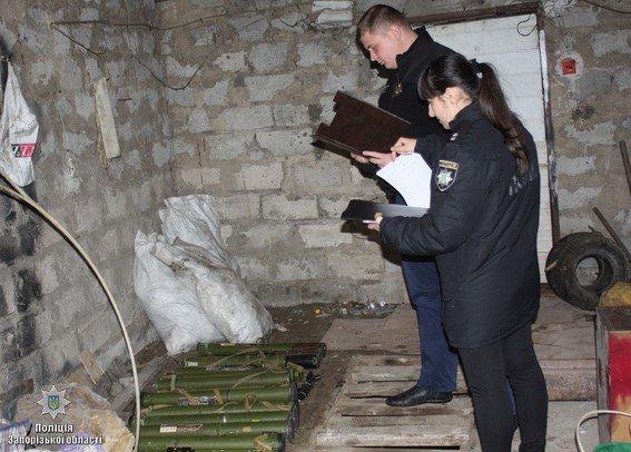 У Запоріжжі громадянин добровільно здав поліцейським п'ятнадцять гранатометів