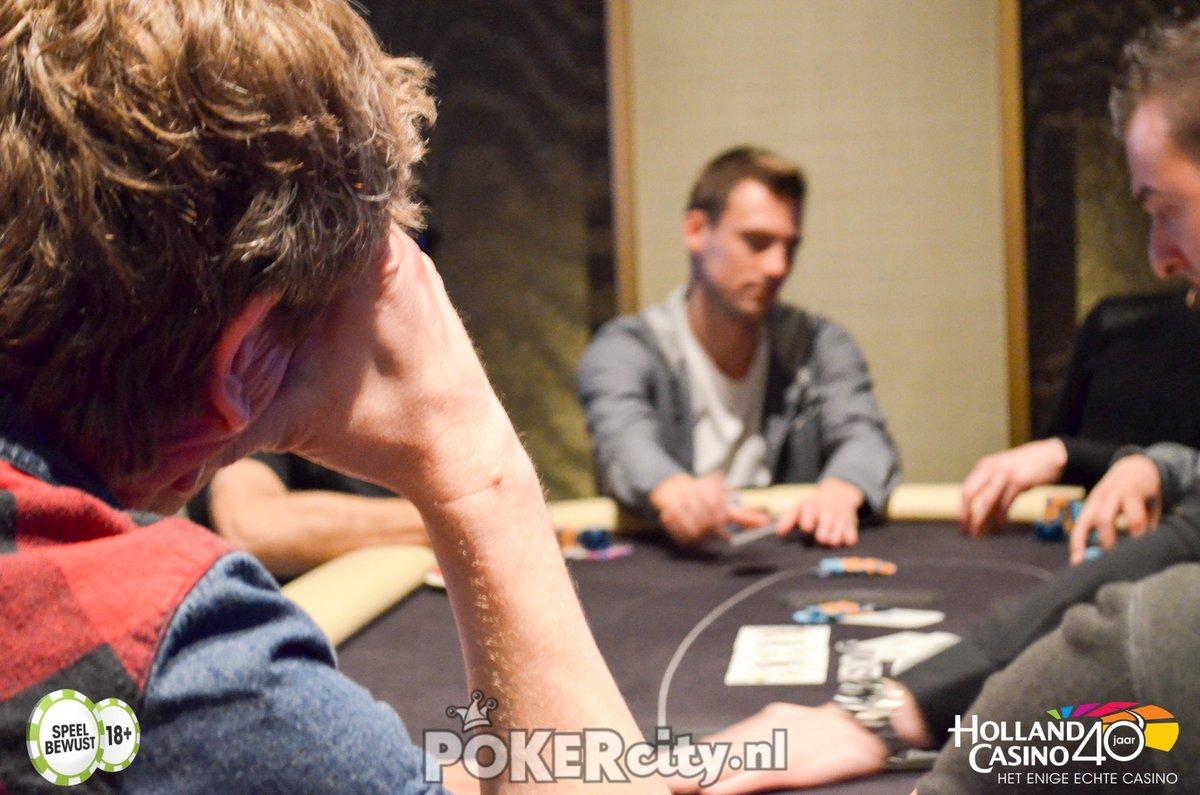 Pokercity على تويتر Rotterdamps 700 Main 1b Fotoquiz Deel Van 1 Van 3 Welke Bekende Pokerende Nederlander Zien We Hier Op De Rug Https T Co Vrydmts7yz Https T Co Ihqj6opkmd