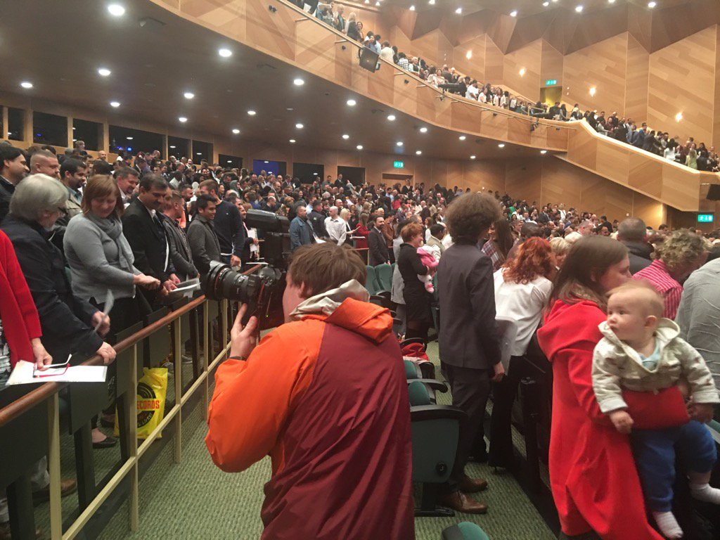 Hundreds of new Irish citizens congratulate each other at the ceremony in Dublin's Convention Centre. https://t.co/xgFzM1nTL5