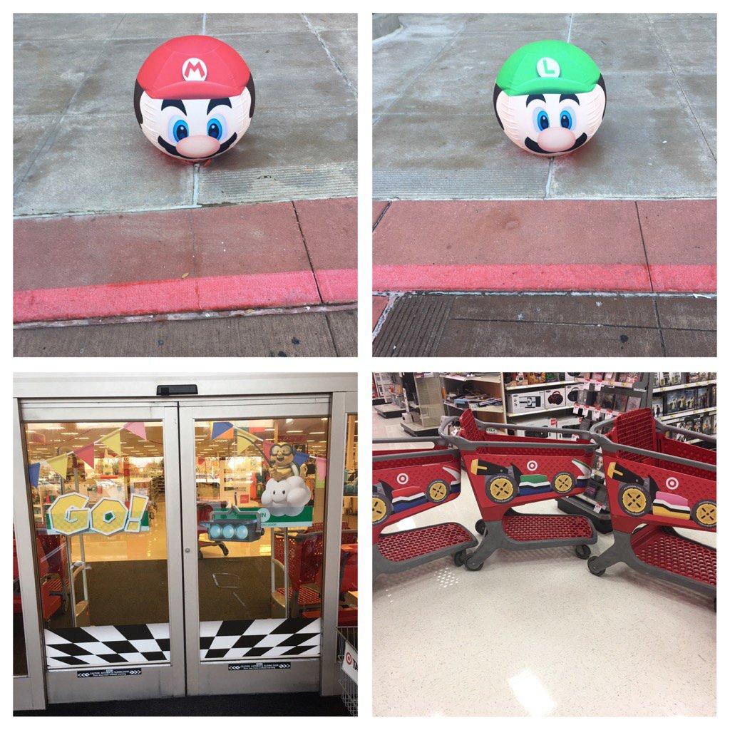 #MarioKart8 is releasing! Here is how #Target is promoting it! #T2320  #T2320ModelStore #D303PropertyManagement<br>http://pic.twitter.com/e75STv2r34 &ndash; bij Super Target