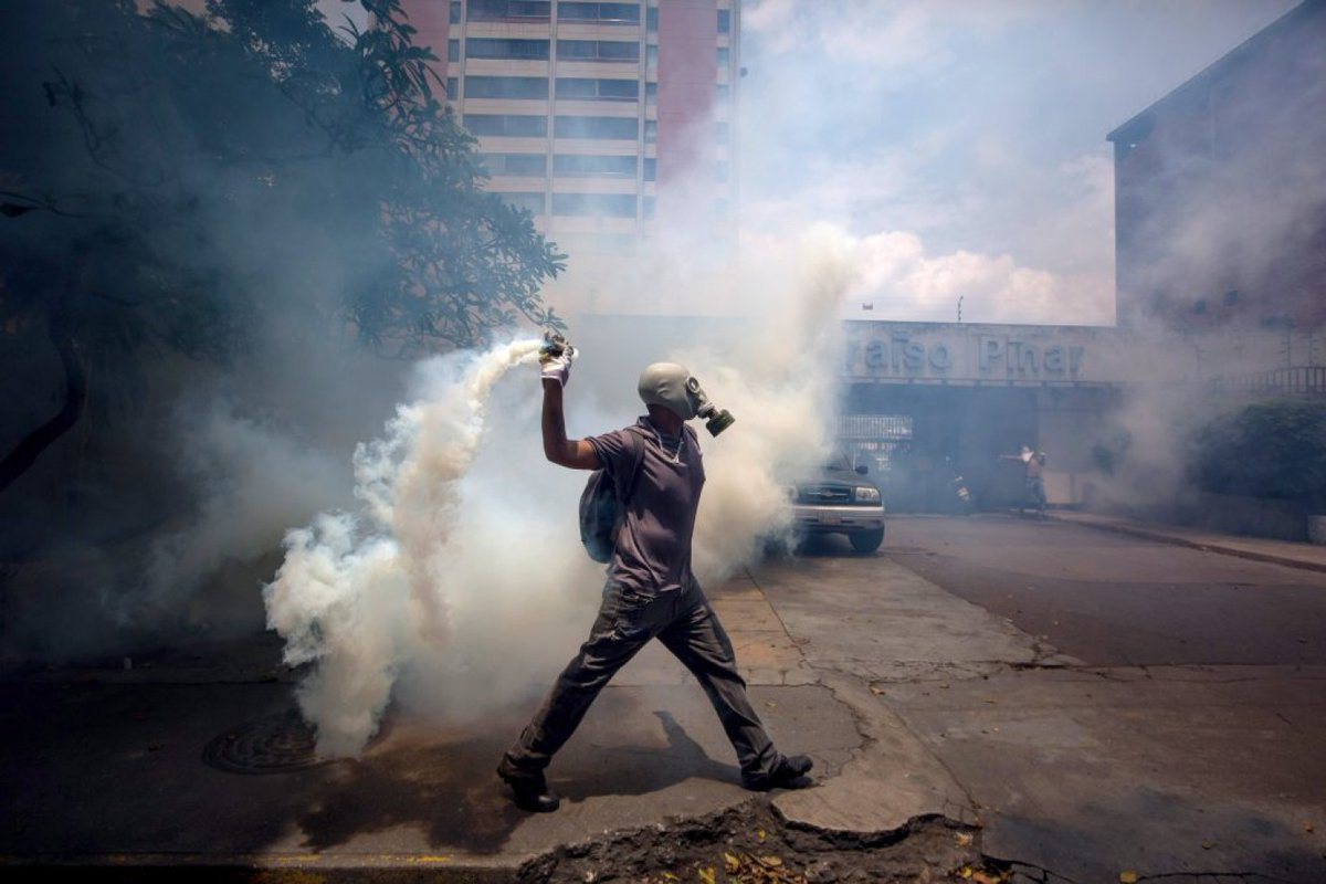 #21Abr Venezuela protests: Photos from the &quot;mother of all protests&quot;  http:// ln.is/washingtonpost .com/xs1oa &nbsp; …    - @washingtonpost <br>http://pic.twitter.com/uIWZKaHTuq