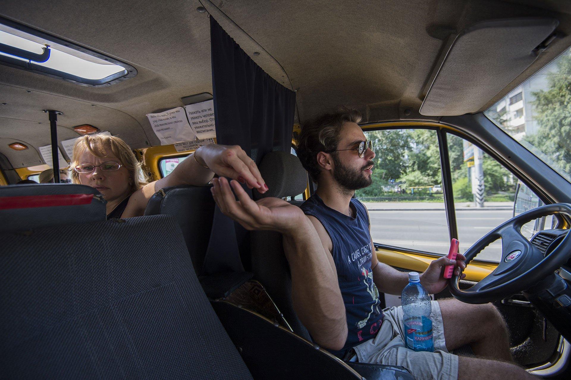 Трахнул в микроавтобусе, Автобус:видео. Бесплатное порно HQ Hole 21 фотография