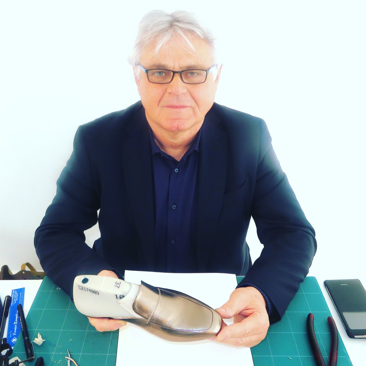 #Mypix #MaurizioZallocllo #craftsman who #turns #designers #ideas into #footwear #realities 4 @HobbsVIP at their #factory in #Giorgio #Italy<br>http://pic.twitter.com/ipsrl3uKON