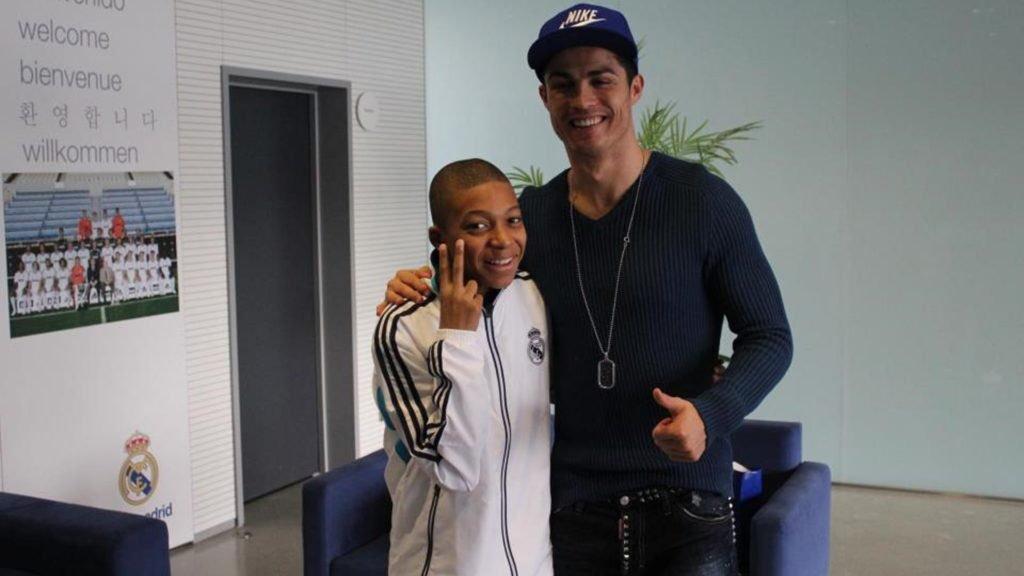 Kylian Mbappé à 14 ans, annonçait déjà vouloir en mettre 2 à Ronaldo. #TirageLdC #LigueDesChampionspic.twitter.com/XBtn4a1OrV