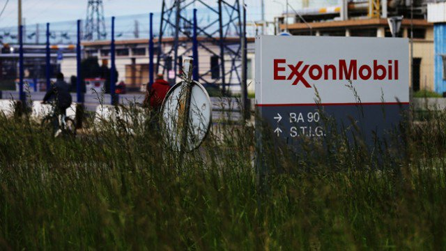 FYI @olgaNYC1211   #BREAKING: Treasury won't grant #Exxon waiver for oil drilling in Russia  http:// hill.cm/NQ7OOWG  &nbsp;  <br>http://pic.twitter.com/iUoUuejzUh