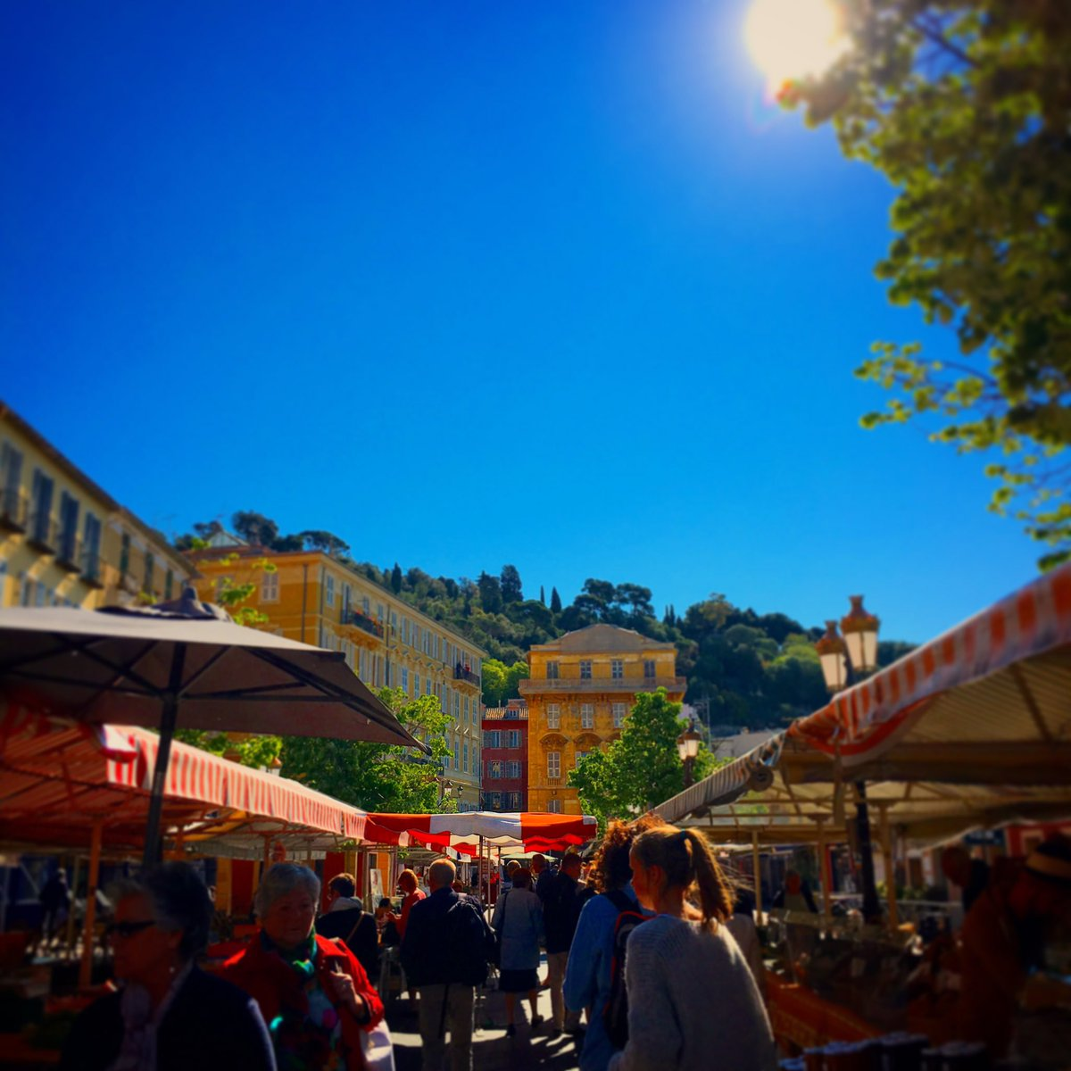 Cours Saleya fresh produce &amp; flower market in Nice, France. #france #nice06 #cotedazur #Cotedazurfrance @Nice_Tourisme @VisitCotedazur #love<br>http://pic.twitter.com/xiWwd9zi81