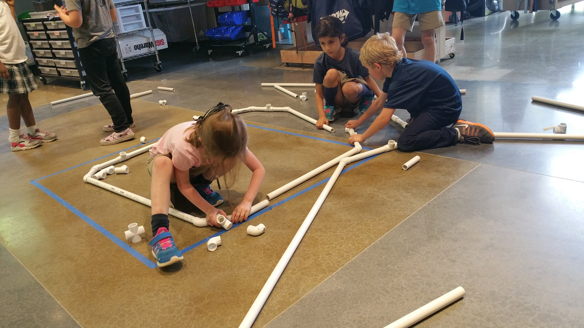 """It goes elbow-tee-elbow!"" #kidquote @Meghan_Fedor's Ks build the base of their teepee-shaped comfy, cozy nook #MakerEd #elemaker #MVPSchool https://t.co/97srkUqkgH"