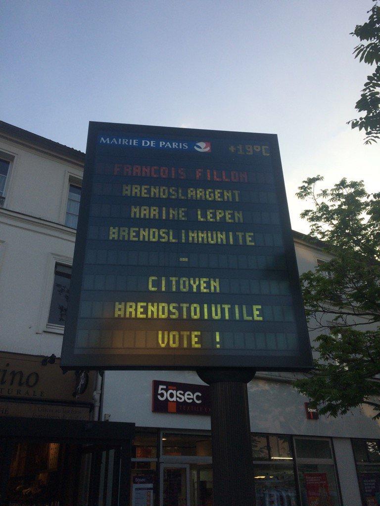 Les panneaux électroniques de la ville de Paris piratés. La ville ouvre une enquête. /LeLabE1