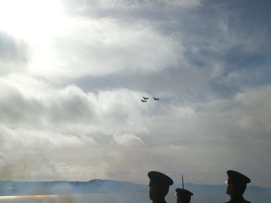 #Falklands flypast from the @RoyalAirForce to celebrate Queen Elizabeth&#39;s birthday! #QueensBirthday  <br>http://pic.twitter.com/eY1kYvgnlR