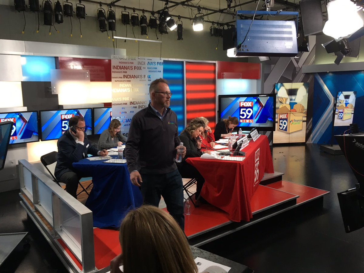 They moved the red couch @FOX59. There&#39;s a phone bank there now -- to #PackThePantries for @GleanersFBIndy &amp; @MFBIndy. Call 317-493-2300.<br>http://pic.twitter.com/SVoUtsgUPl