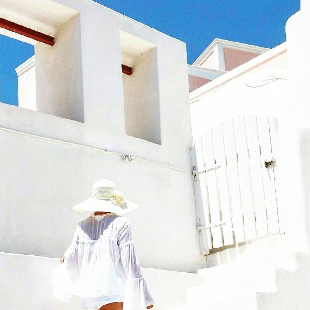 It&#39;s Friday, so prepare your white clothes for endless weekend walks around the white alleys of #santorini ! #sant…  http:// ift.tt/2pMoPS7  &nbsp;  <br>http://pic.twitter.com/8gE5EqIkVD