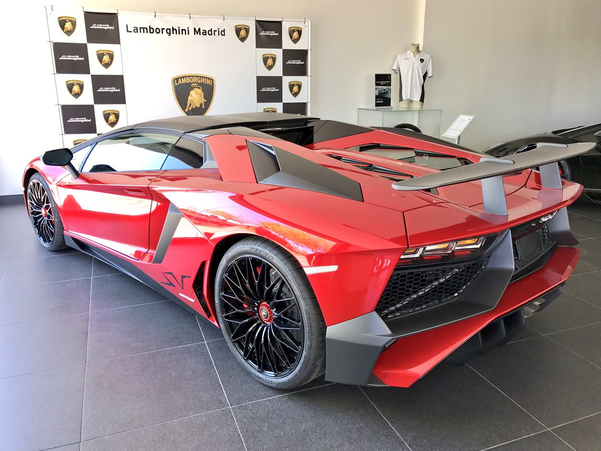 Bobbyd On Twitter Beautiful And Gorgeous All New Exciting Lamborghini Aventador Sv Roadster
