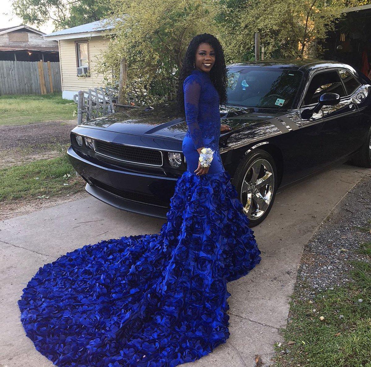 "ash ❄ on twitter: ""cash's sister before her prom 😭😭😭 https"