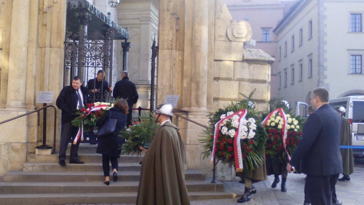 Wawel. Soon President Duda to lay flowers at tomb of Kaczyński presidential couple