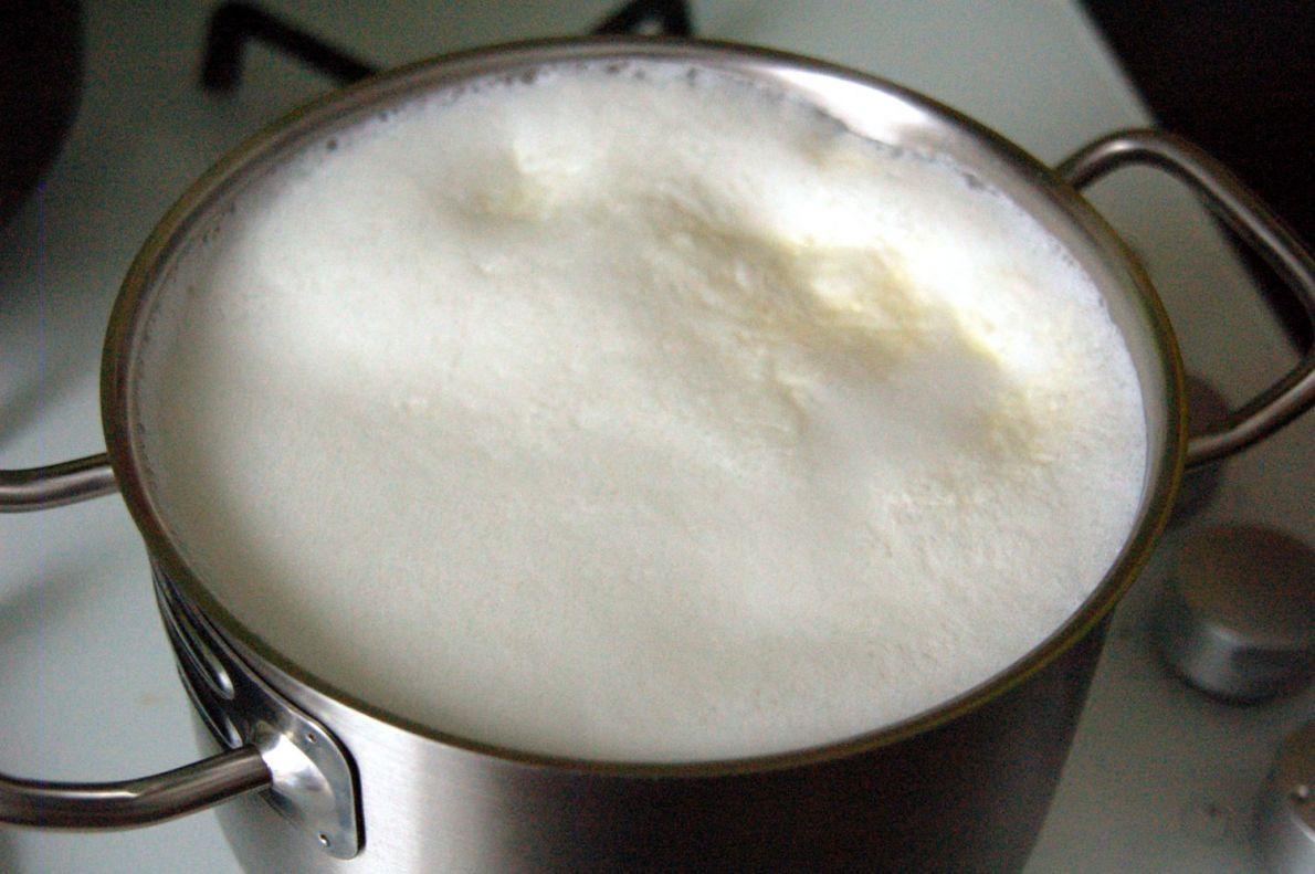 Переваривается и усваивается кефир значительно лучше, чем молоко.