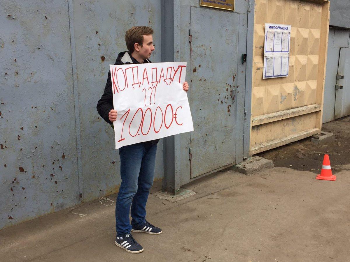 яйца демотиватор навальный где деньги логично