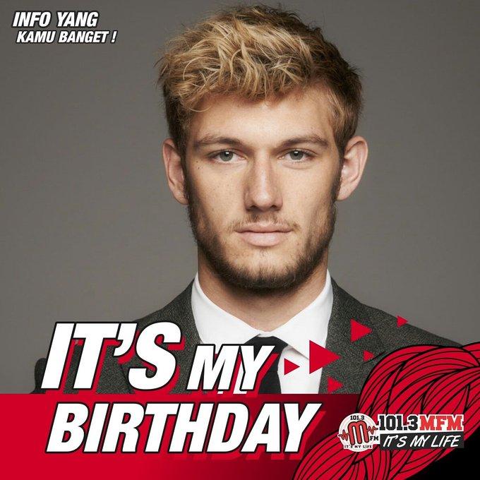 Happy birthday Alex pettyfer!