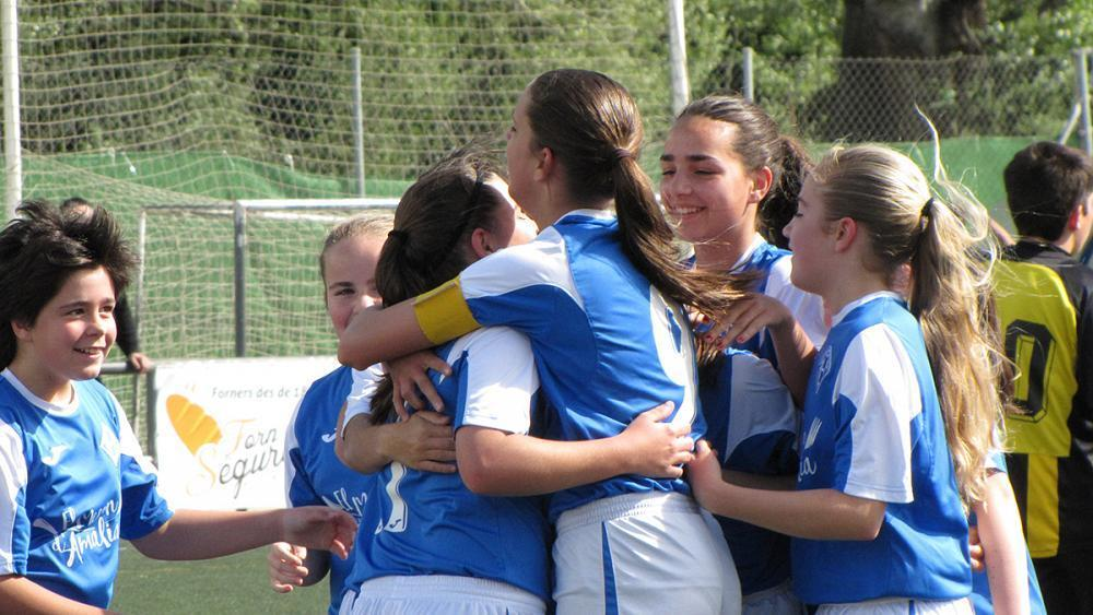 #ChampionChicas: Girls' team wins boys' football league in Spain https://t.co/tVlwysnsgv https://t.co/MPTerRyu48