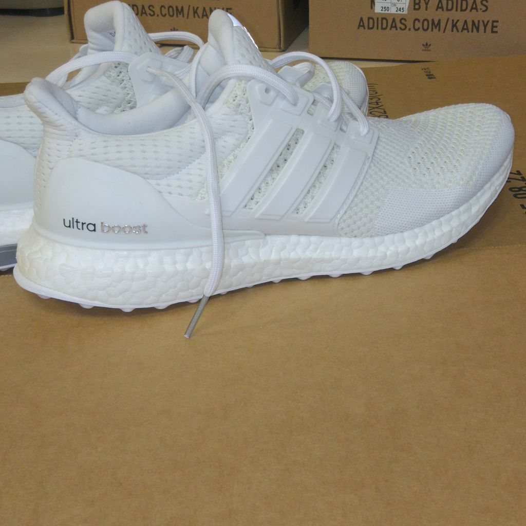 super popular e27ac 0fda6 Ultra boost 1.0 white Sample no tag eur 42 23 Just one pair dm me  ultraboost1 sample triplewhite casualwearpic.twitter.comr8bjfUwRLg
