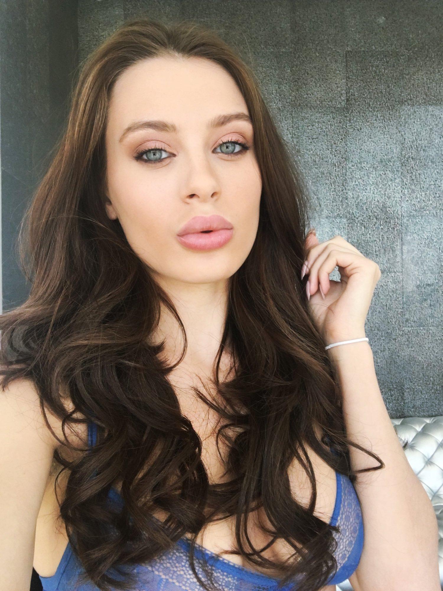 Lana rhoades 19 years old