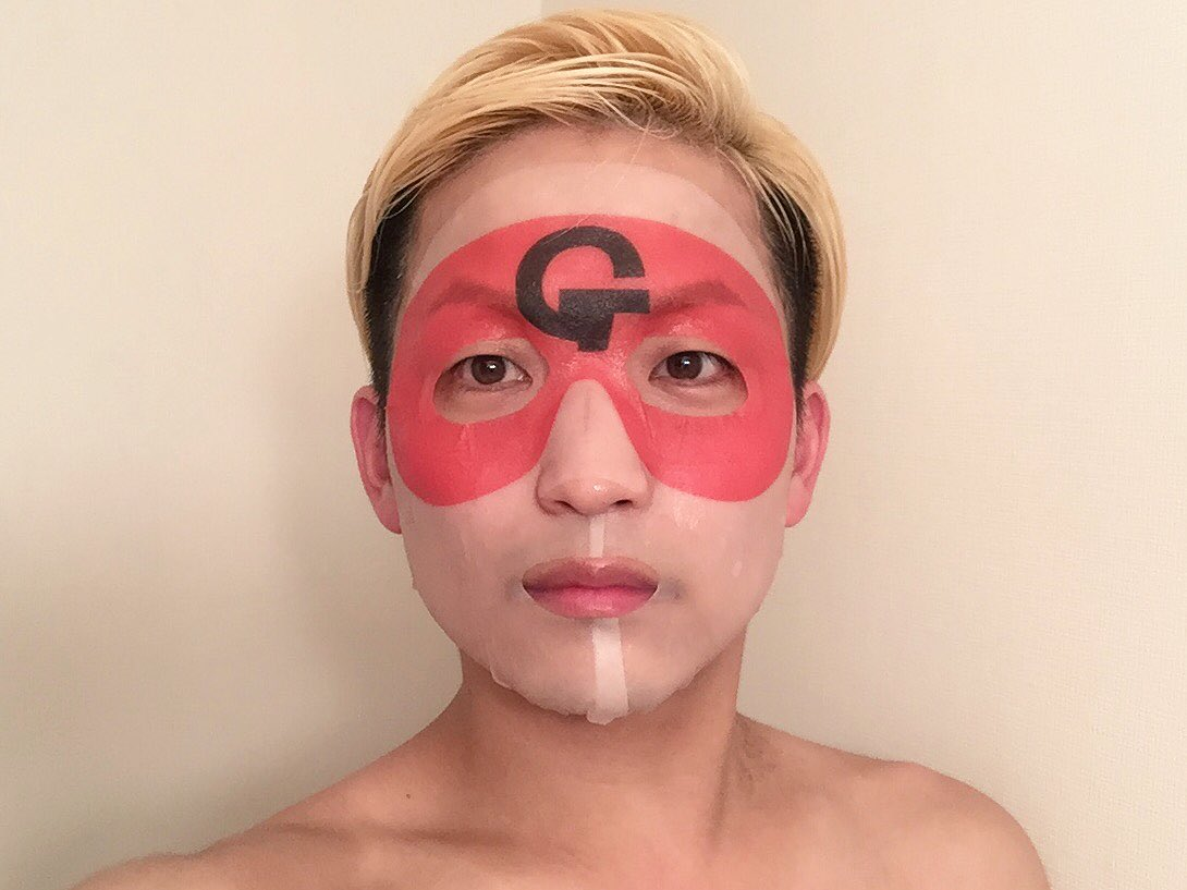 奇遇にもぼくも昨夜使わせて頂きました!美容液たっぷりタイプでフィット感抜群で程よい厚みでとても良い感じでした!!乾いた顔に幸運はやってこない!!#ゲッターズ飯田の開運フェイスパック #ゲッターズ飯田 #フェイスパック #非売品 (商品名・ハッシュタグなので敬称略です) https://t.co/aZpUx2sBE4