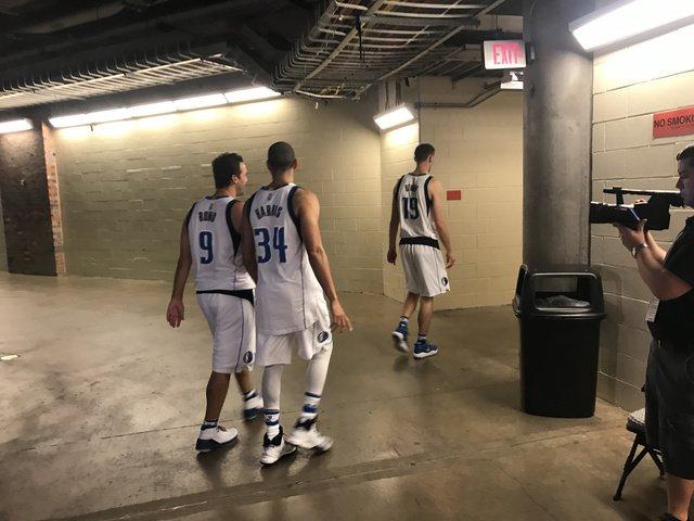 If you wondered what Tony Romo looks like in a Mavericks uniform, here it is. The Mavs... https://t.co/nDIJLUaFpr https://t.co/neplkXhc7S