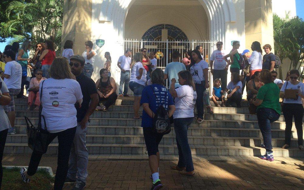 Education workers go on strike in Goiânia