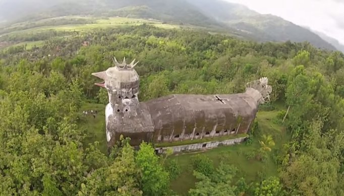 Your periodic reminder that there is a massive, abandoned temple shaped like a chicken in the Indonesian jungle. https://t.co/3iTMS6K9FU