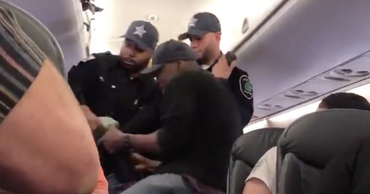 People are defending United passenger after reports emerge of his 'troubled past' and CEO calls him 'belligerent'