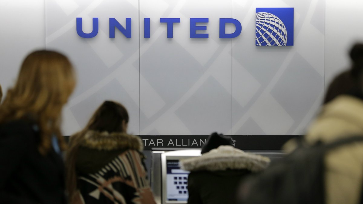 United loses $800 million in value after passenger dragged off plane https://t.co/7oRJz1rp9L
