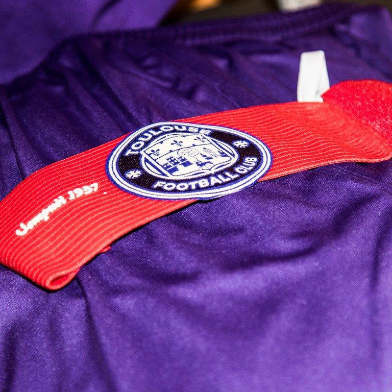 El Toulouse FC celebra su 80 aniversario con una camiseta conmemorativa de Joma