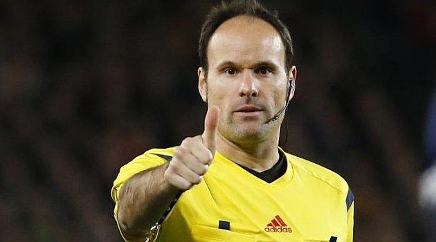 ¿Cuánto mide el árbitro Mateu Lahoz? C9JNd2GW0AAQAxK