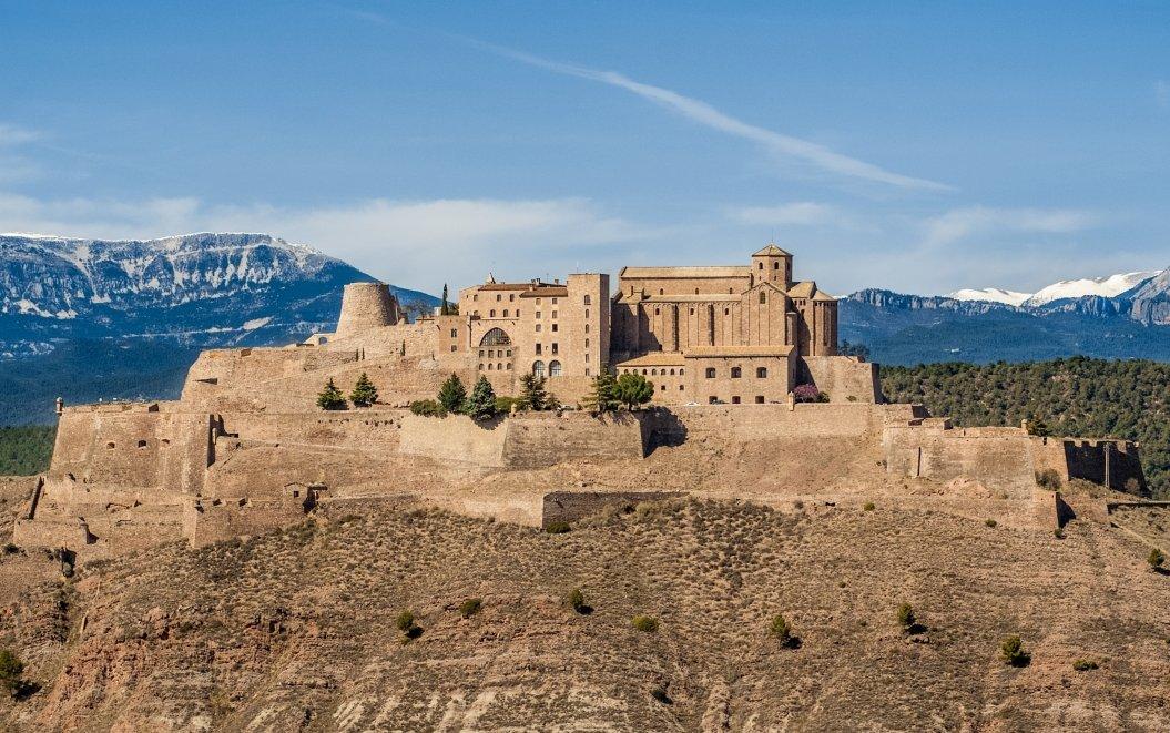 Verificats els vots, el tercer #MonumentCat que passa a les semifinals és... el castell de #Cardona! https://t.co/nQag3RXwIL