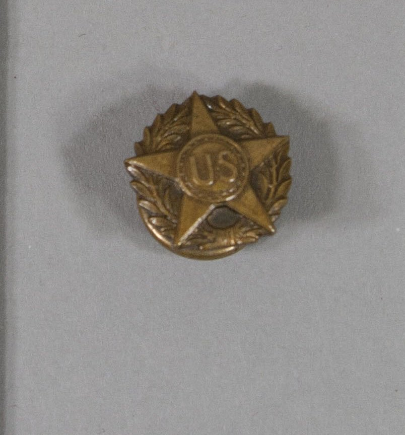 One of HST's most prized possessions: his #WWI victory button. Almost ALWAYS wore it as POTUS. Difficult to find photos of him without it. https://t.co/0XzWq2lTxi