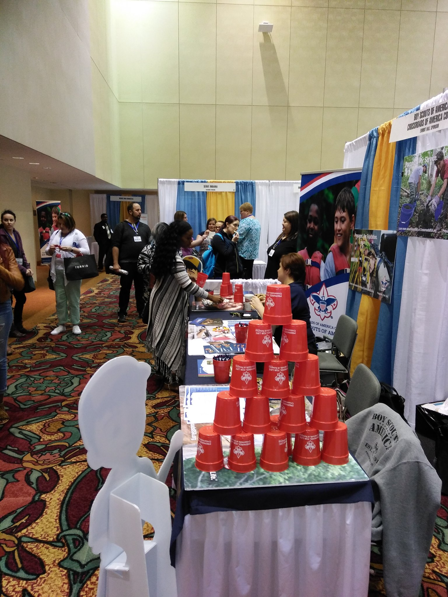 We had fun networking & doing some safe candy-catapulting with adults at our @BSACrossroads booth at the #IANsummit2017 https://t.co/XWMQ99CSqP