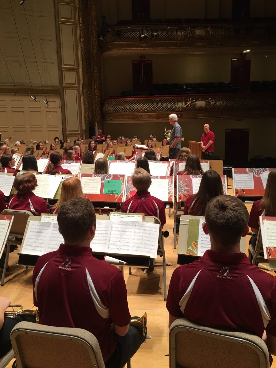 A couple pictures from our clinic with Richard Sebring (Boston Symphony) #fondybands #fondytakesbeantown #BSO <br>http://pic.twitter.com/6mbzVuCrLm