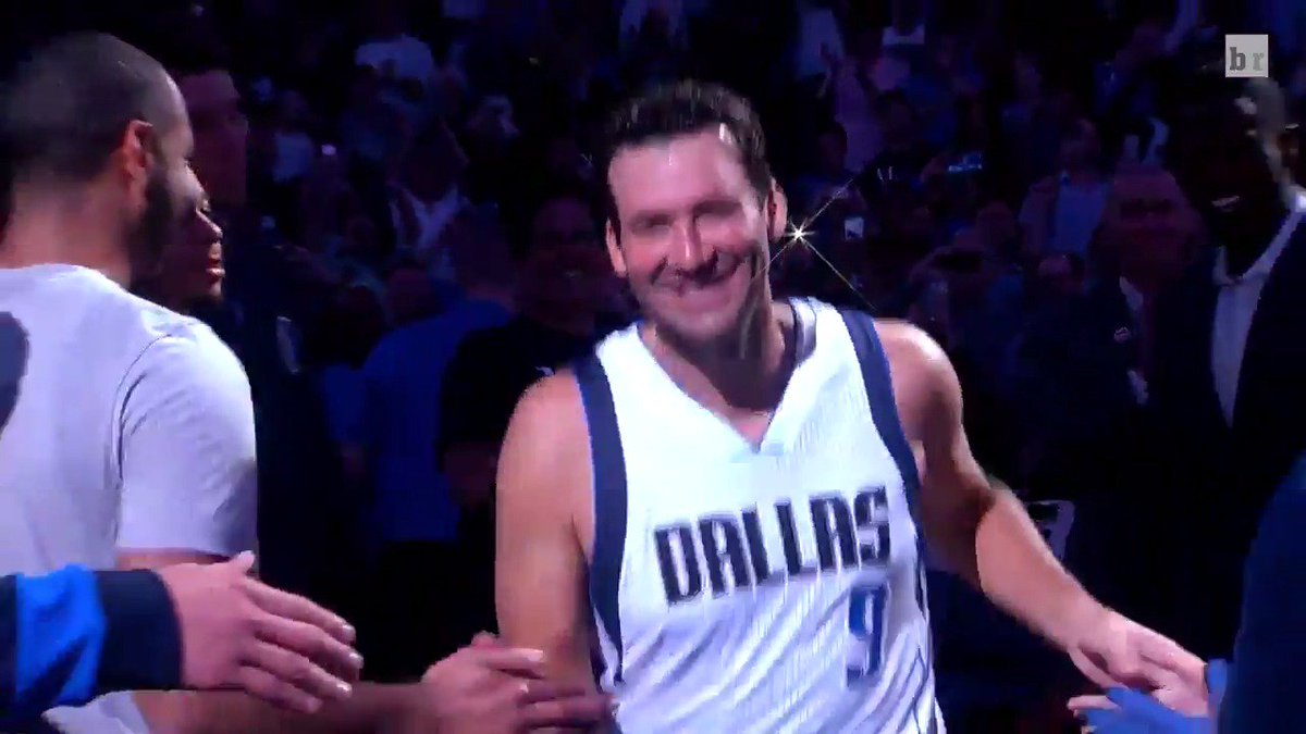 Tony Romo with the intro 🏀