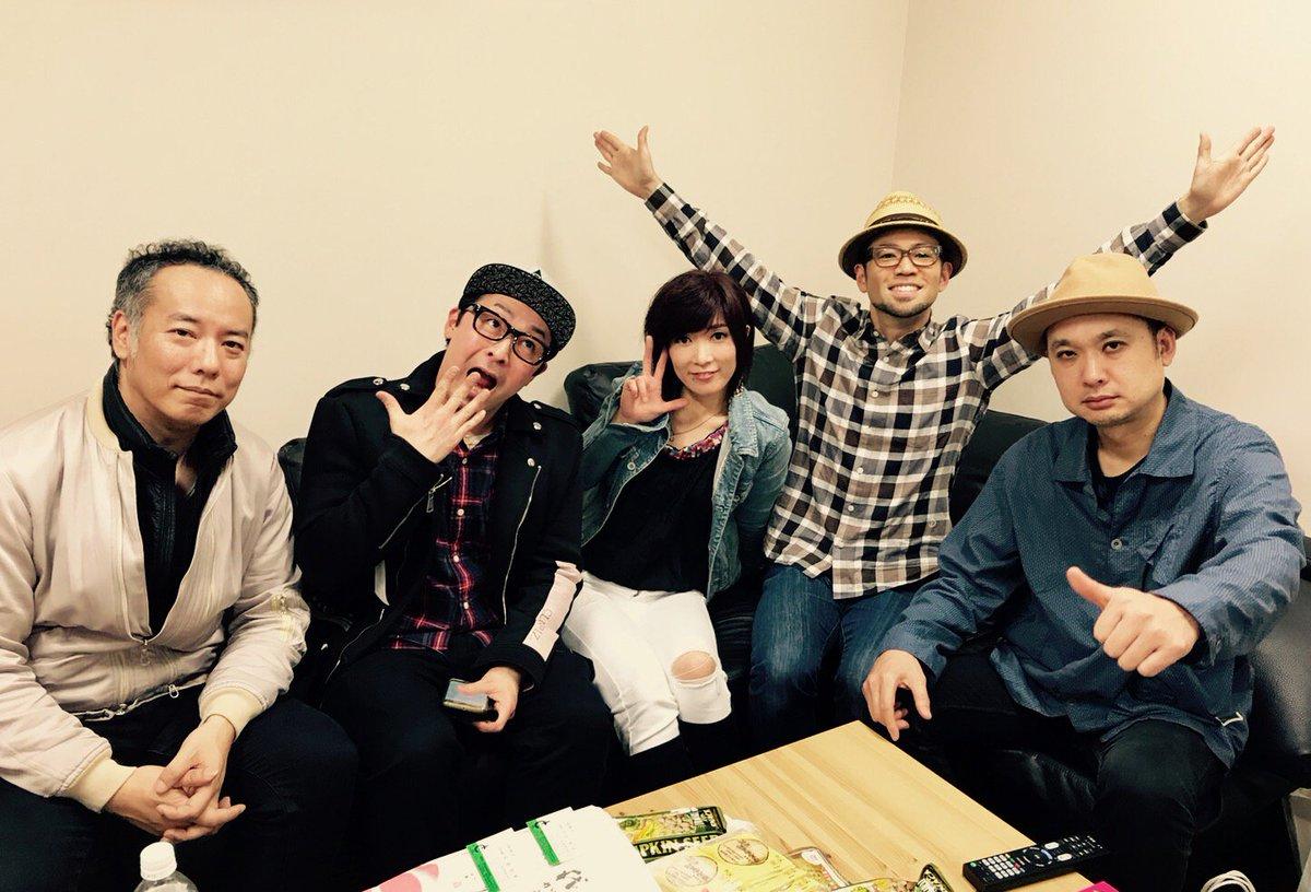 写真は河口恭吾君や彼のバンドメンバーの方々との楽屋での一枚。なぜかお笑い芸人のヲタル君が混じってる!pic.twitter.com/cUHhD7VWyn