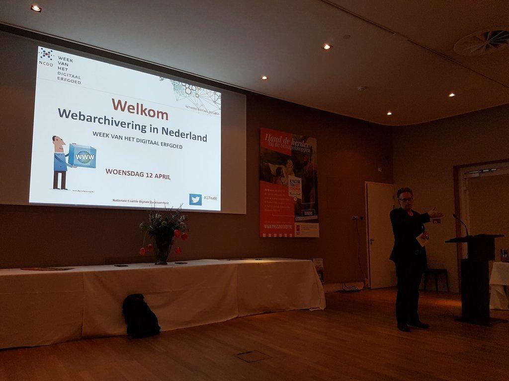 Start Workshop Webarchivering in Nederland: wie archiveert wat hoe en waarom... leestip:  https://t.co/j6RE07m7g4 #17WDE https://t.co/u3oWfOTVNZ