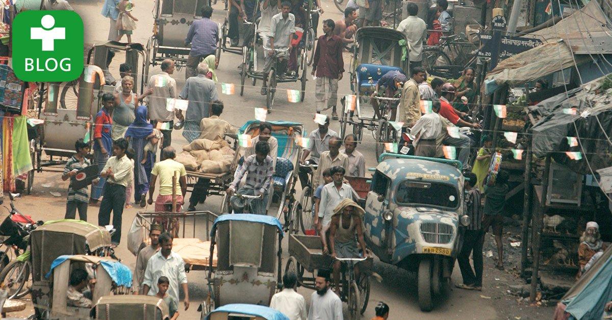 Geordnetes Chaos auf Kalkuttas Straßen. Dr. Göpfert berichtet auf dem Blog vom abenteuerlichen Verkehr in #Indien: https://t.co/dxAWySToT8 https://t.co/7uSIwK1y1k